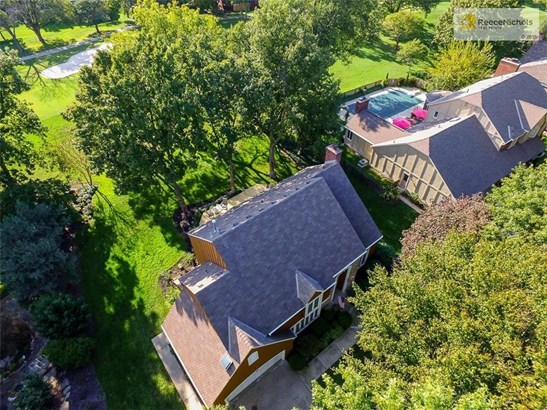 This Leawood South home backs up to the 13th fairway of Leawood South golf course. (photo 2)