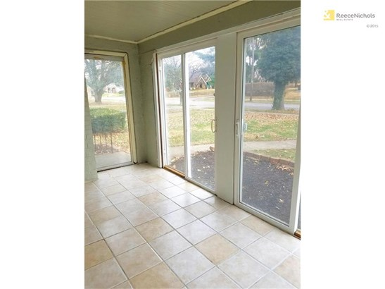 Large formal living room leads to enclosed porch. (photo 4)