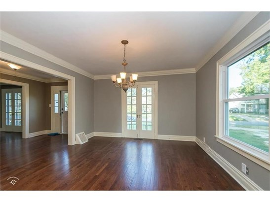 Dining Room looking into entry way. (photo 4)