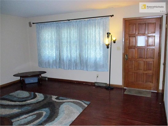 All curtains and blinds will remain with the home. (photo 3)