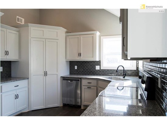 Light grey cabinetry accentuates the beautiful darker grey backsplash and granite counters (photo 2)