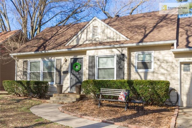 Welcome Home to 5332 Juniper, Roeland Park (photo 2)