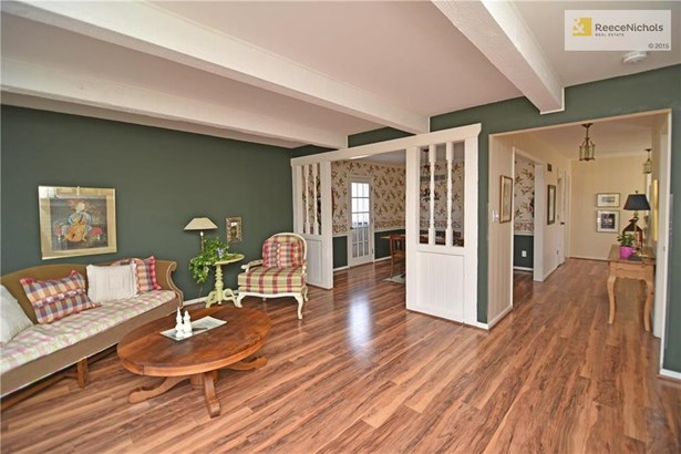 Easy flow from entry to great room through dining room and into the kitchen (photo 5)