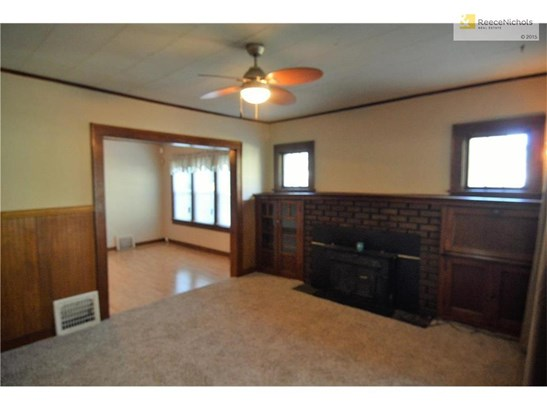 Great Room with original wood work, fireplace and new carpet! (photo 4)