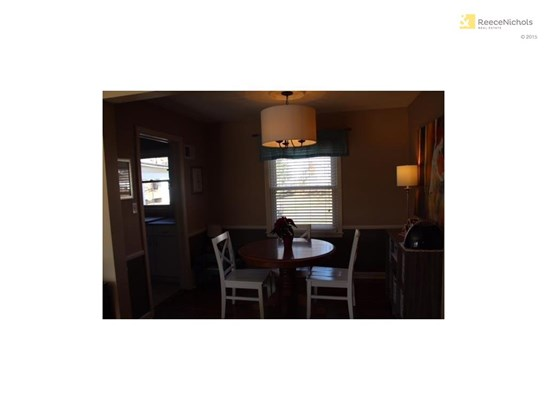 Perfect dining room located off of kitchen. (photo 5)