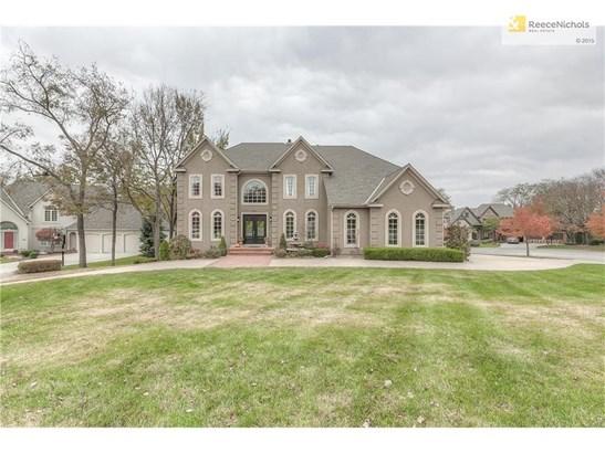 Beautiful Estate-Sized Home on Large Corner Lot (photo 1)