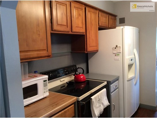 Smooth top stove and double door refrigerator stay for buyer's convenience. (photo 5)