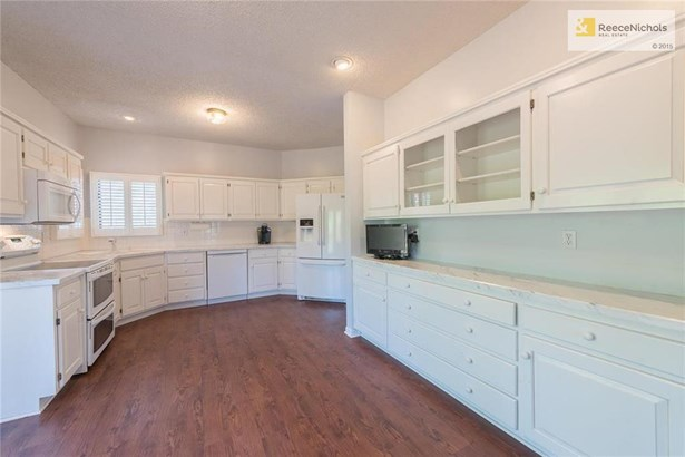 spacious kitchen with plenty of room for a kitchen table or island. (photo 2)
