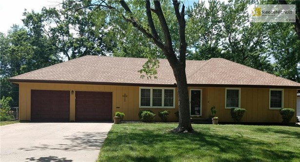 Well Kept Ranch Style Home Nestled In Heart of Southwood Subdivision.