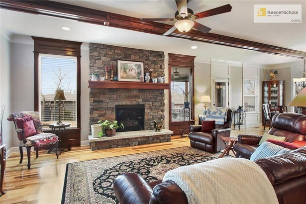 Centerpiece Of This Warm & Inviting Living Area  - Gas Log Fireplace, With Blower (photo 4)