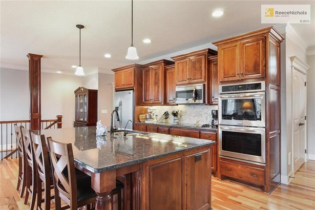 Kitchen Features Amazing Granite Island Space & Upgraded Appliance Package (photo 5)