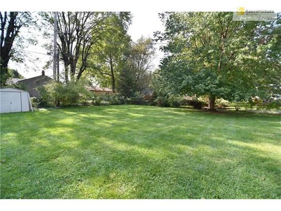 Huge, level, private backyard! (photo 3)