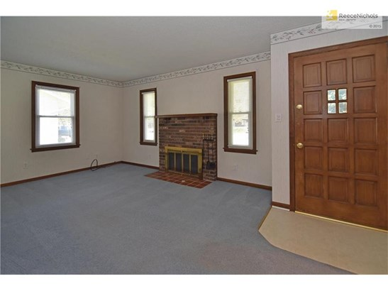 Spacious living area with plenty of natural light! (photo 5)