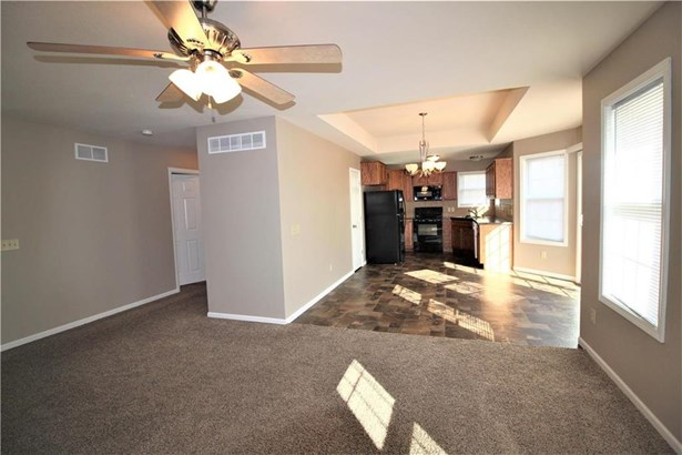 Great Room Leads to Kitchen (photo 4)