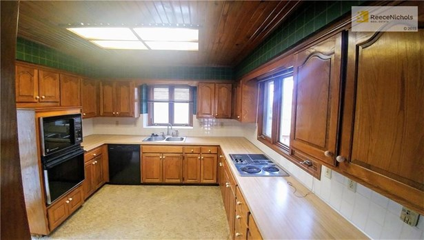 Spacious kitchen w/ lots of countertop space and cabinets! Newer dishwasher. (photo 3)