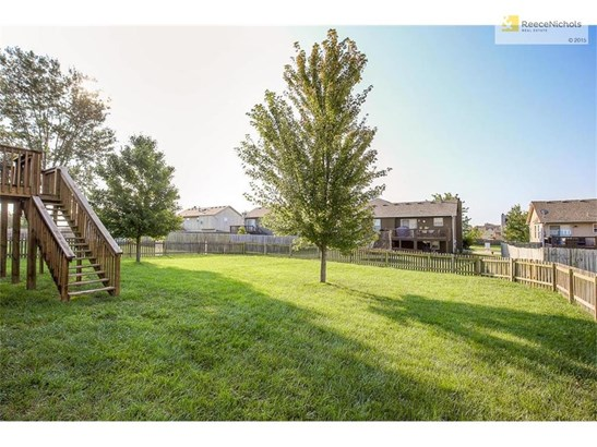 Nice level fenced back yard for your children and pets. (photo 5)
