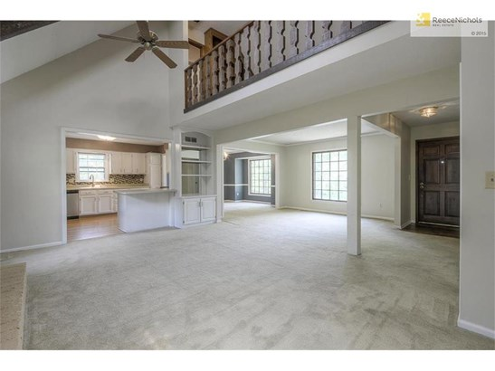 Entry leads to formal living room and family room with vaulted ceilings and loft (photo 2)