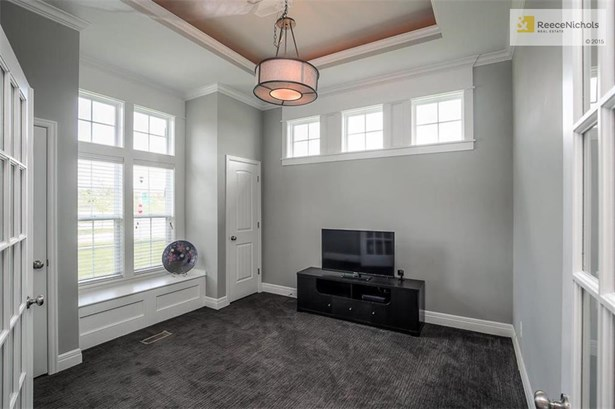 Use as an office or a formal dining room! (photo 5)