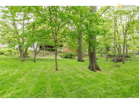 Beautiful Lot with Mature Trees for Ultimate Privacy (photo 3)