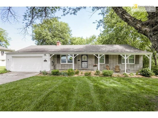 Sprawling ranch on awesome lot in Lee View! (photo 1)