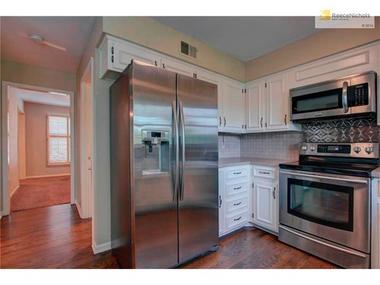 Hardwoods in Kitchen and Refrigerator Stays! (photo 3)