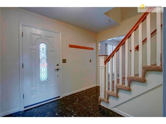 Tile Entry. Beautiful, Unique Staircase. (photo 4)