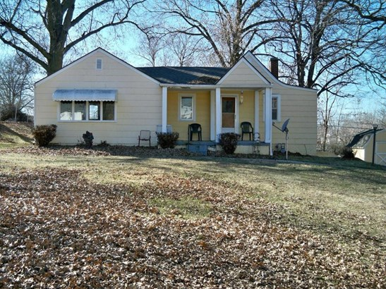 Raised ranch home on almost a half acre lot (photo 1)
