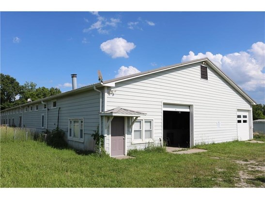 27 stall barn with 1 bed/ 1 bath apartment. (photo 2)