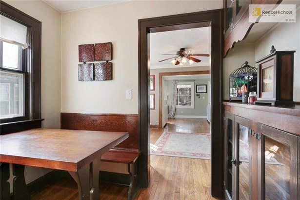 Charming breakfast nook with built-in banquette and china cabinet (photo 5)