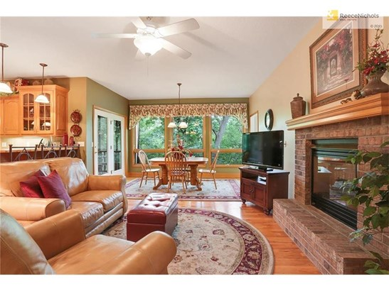 Hearth Room with see through fireplace to Great Room (photo 4)