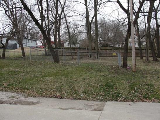 Back yard with dog run (photo 3)