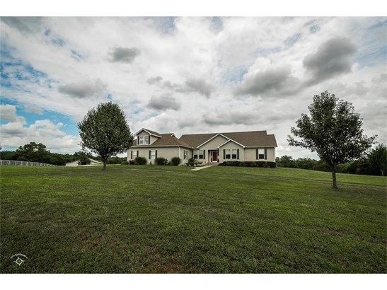 Beautiful ranch home on 20 acres ideal for your family! (photo 1)