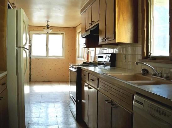 Kitchen w/Refrigerator (photo 5)