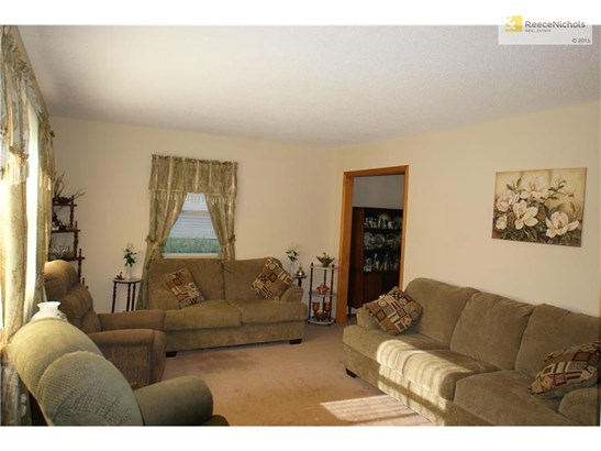 Great sized main floor living area with loads of natural light (photo 3)