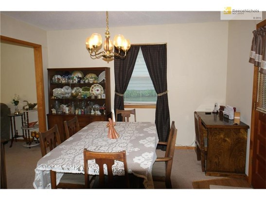Separate formal dining area (photo 5)