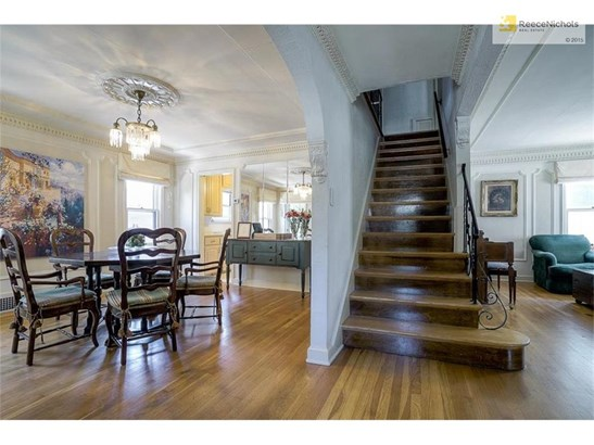 Entryway separates formal dining and living rooms (photo 4)