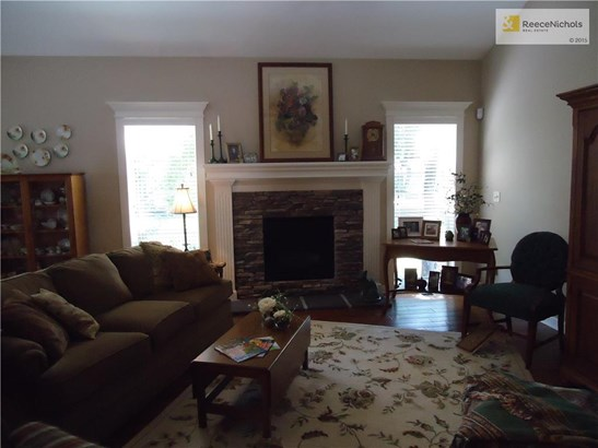 1701 Nw Hedgewood Drive, Grain Valley, MO - USA (photo 2)