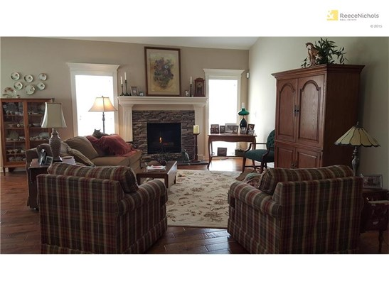 1701 Nw Hedgewood Drive, Grain Valley, MO - USA (photo 3)