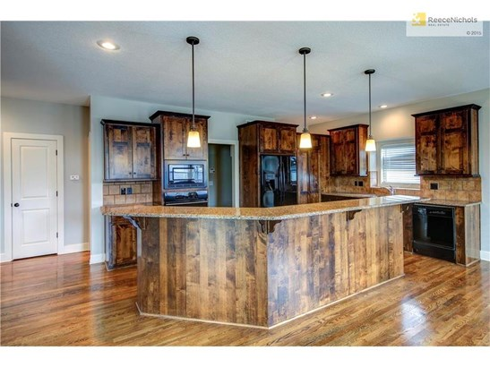 CHEFS STYLE GOURMET KITCHEN WITH PLENTY OF ROOM FOR ENTERTAINING! (photo 5)