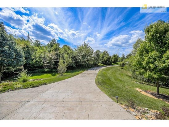 The view from your front door!  Private Gated driveway surrounded by trees! (photo 4)