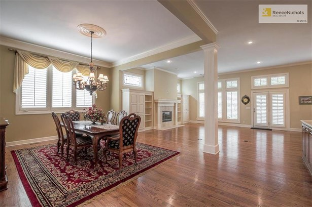 Open concept floor plan with a formal dining room; perfect for a private dining or for large gatherings (photo 3)
