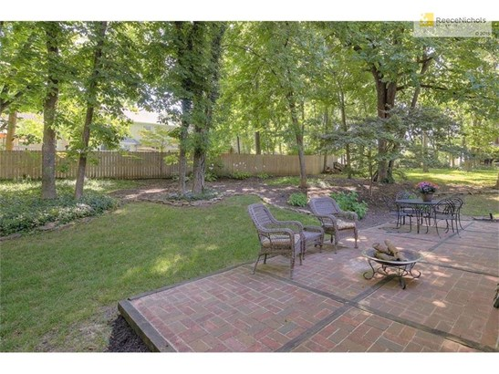 Spacious Brick patio perfect for enjoying the beautiful outdoors & entertaining! (photo 3)