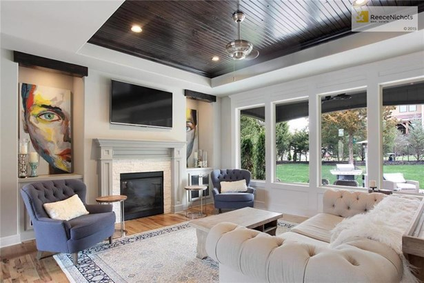 Gas Fireplace With Built-in Cabinets (photo 3)