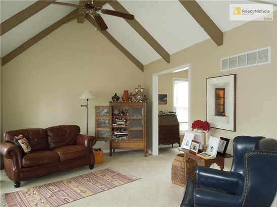 Living room with vaulted ceiling, lots of light. (photo 3)