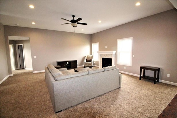 Great Room w/ Gas Fireplace (photo 2)