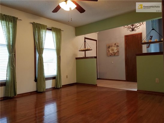 Inviting entry to formal living room with gorgeous hardwood floors.... (photo 3)