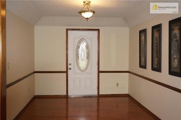 Formal dining room w/gorgeous hardwoods. (photo 5)