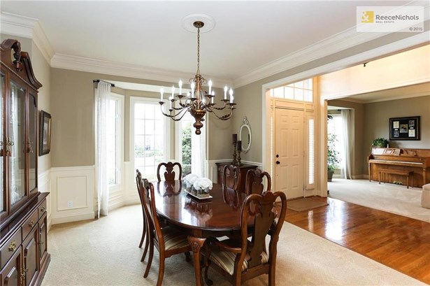 FORMAL DINING ROOM OPEN TO 2 STORY ENTRY (photo 4)