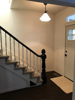 Entry way/staircase (photo 3)