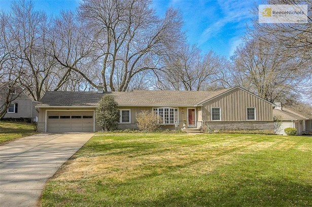 Welcome Home to 5816 Alhambra Drive in beautiful Fairway, Kansas! (photo 1)